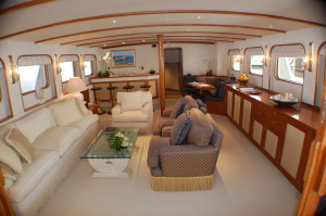 How much to charter a private yacht