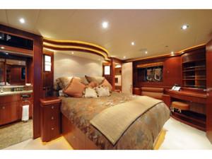 Motor Yacht Viaggio Charters